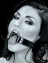 Utáhněte popruhy pevně a ústa vaší partnerky pro vás zůstanou magicky otevřená!