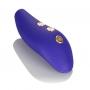 Elegantní dálkový ovladač se třemi tlačítky umožňuje snadné ovládání a má dosah až 10 m.  Horní tlačítko pro ovládání elektrostimulace, prostřední tlačítko pro volbu vibračního programu, spodní tlačí…