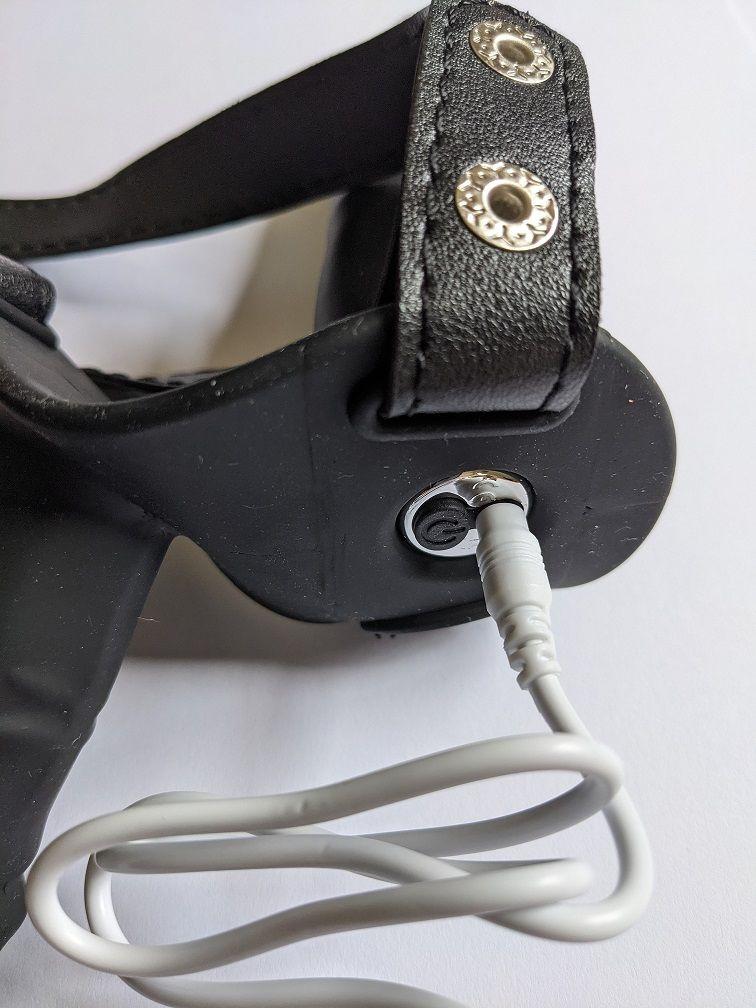 Shots Ouch Double Vibrating Silicone Strap-On Red Vibrační připínací penis